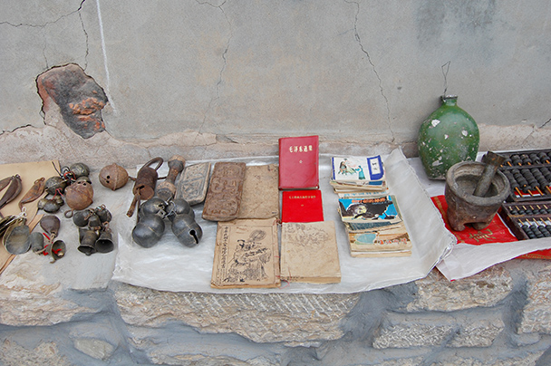 Antiques and old family treasures for sale on the streets - Yu County CNY 2014 Overnighters, Part 2