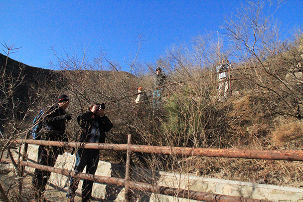 Hikers taking photos - Tang Dynasty Caves and Longqingxia Ice Festival, 2014/02/08