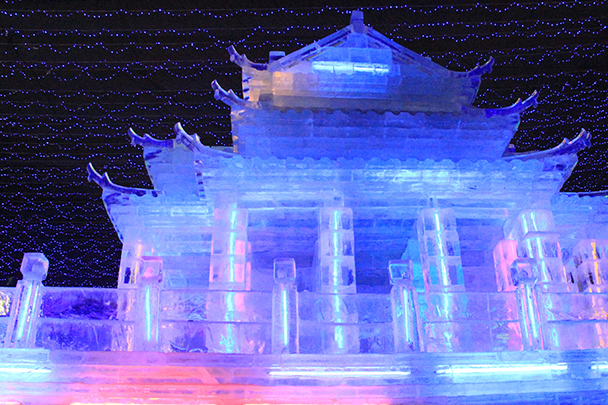 A temple of ice - Tang Dynasty Caves and Longqingxia Ice Festival, 2014/02/08