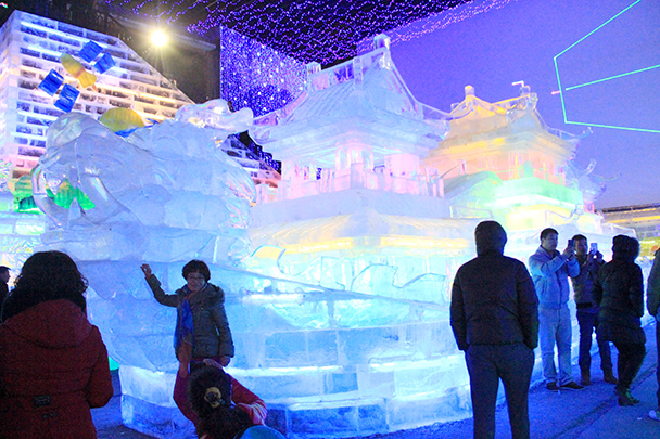 Ice dragon boat - Tang Dynasty Caves and Longqingxia Ice Festival, 2014/02/08