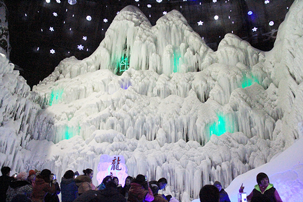 A wall of icicles - Tang Dynasty Caves and Longqingxia Ice Festival, 2014/02/08