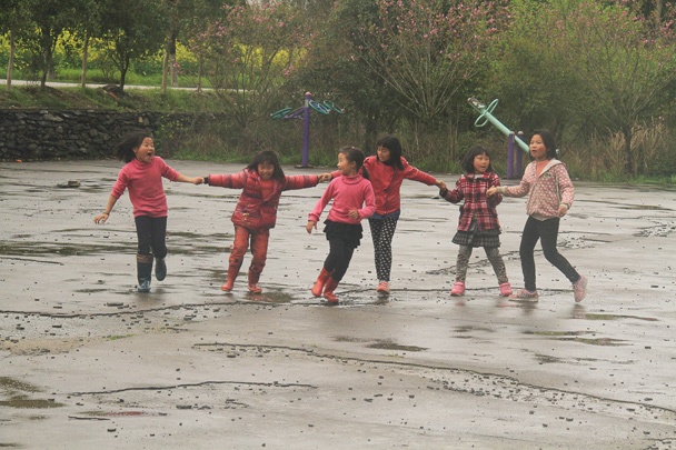 Kids playing in the rain - Wuyuan County, Jiangxi Province, 2014/03