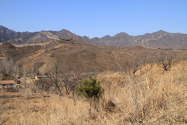 Lines of Great Wall in the hills - Bricks in the Wall hike, 2014/03/15