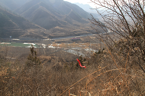 Our red ribbon, and the river far below - Bricks in the Wall hike, 2014/03/15