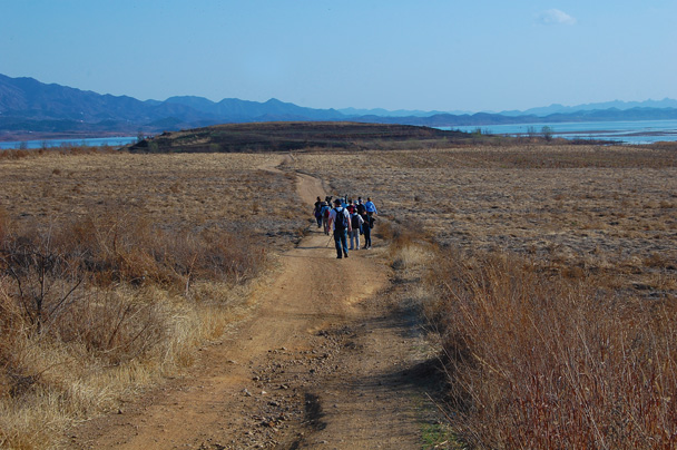 We then headed to the birding point on the side of a hill - Miyun Birdwatching overnighter, 2014/03/29-30