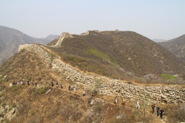 Hikers on a trail beside the Great Wall - Switchback Great Wall, 2014/4/12