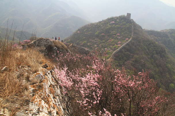 We were heading for the tower in the background - Switchback Great Wall, 2014/4/12