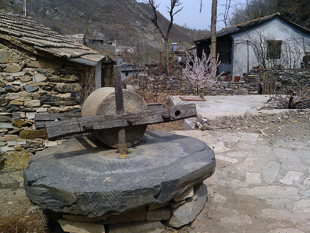 One of many grinding stones in Coffin Village - Coffin Village visit, 2014/04/02