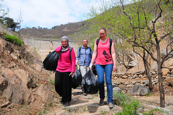 We carried all the rubbish down to make sure it was disposed of appropriately - Earth Day clean up hike photos, 2014/04/20