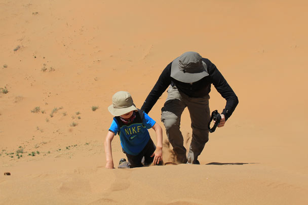 A helping hand to reach the top - Alashan Desert, Inner Mongolia, 2014/05