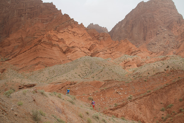 Red cliffs at the Grand Canyon near Kuqa - Along the Silk Road from Korla to Kashgar, 2014/06