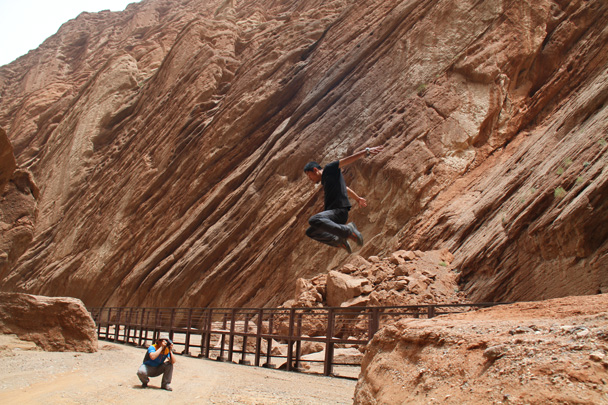 Yanjing's high jump - Along the Silk Road from Korla to Kashgar, 2014/06