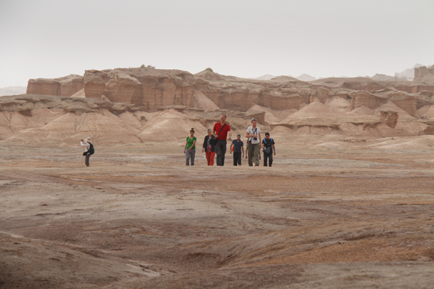 Setting off on a hike through the 'Ghost City' - Along the Silk Road from Korla to Kashgar, 2014/06