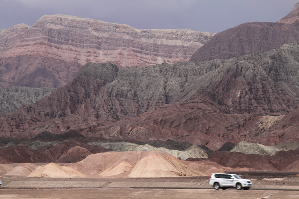 Our road west went right below the cliffs - Along the Silk Road from Korla to Kashgar, 2014/06
