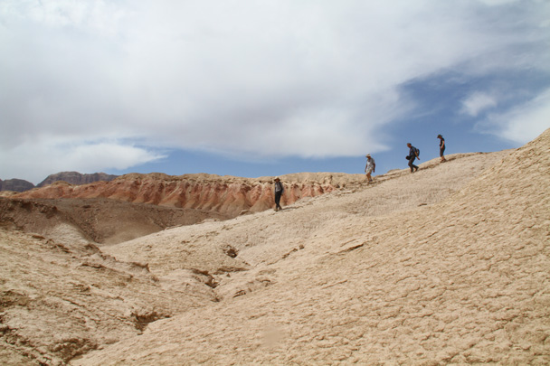 Coming down from the ridge - Along the Silk Road from Korla to Kashgar, 2014/06