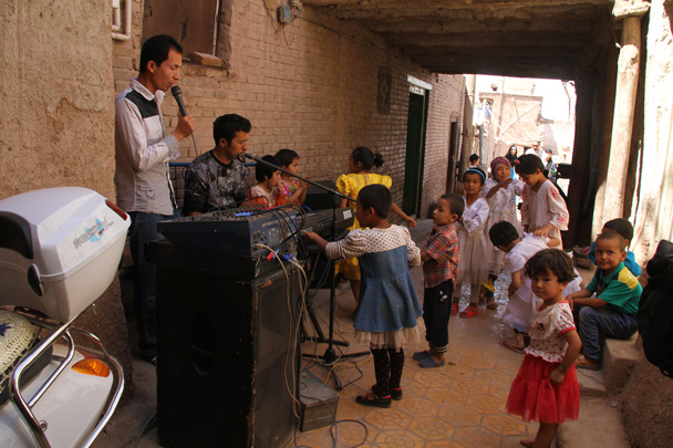 In the narrow streets of Kashgar's old city we chanced on a wedding - Along the Silk Road from Korla to Kashgar, 2014/06