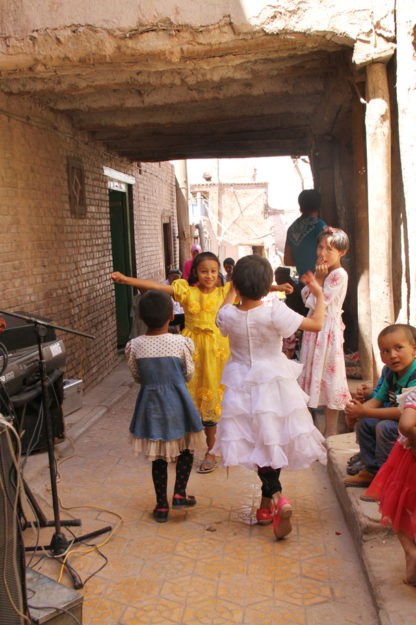 Dancing - Along the Silk Road from Korla to Kashgar, 2014/06