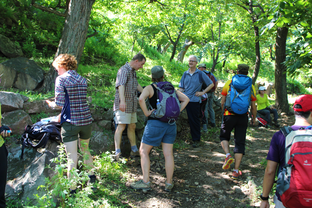 Further on, we took a break in a shaded area, before climbing a big hill - Flower Wood to the Silver Pagodas, 2014/6/28