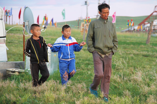 Local children and their father out for a walk by the yurts - Hulunbuir Grasslands, Inner Mongolia, 2014/07