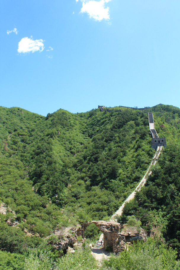 Another look back at the Great Wall on the other side of the valley - Zhuangdaokou Great Wall to the Walled Village, 2014/07/12