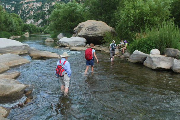 Crossing over to find a nice rock to sit on - White River Hike, 2014/7/13
