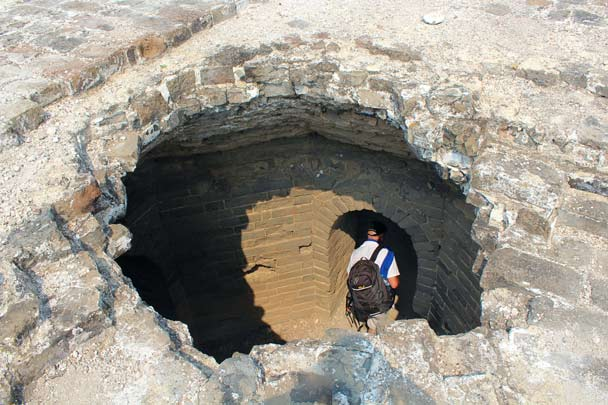 It's said that the hole in the roof of the tower was caused by artillery - Gubeikou Great Wall, 2014/09/06