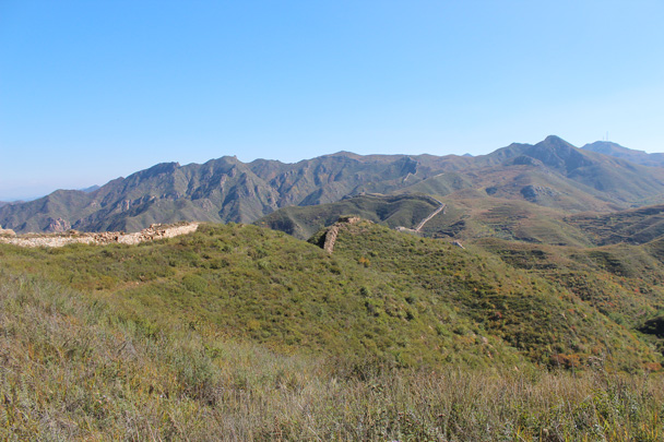 And looking ahead, with the trail to take us all the way past the last peak on the right. You can just see the radar antenna - Yanqing Great Wall and High tower, 2014/09/27