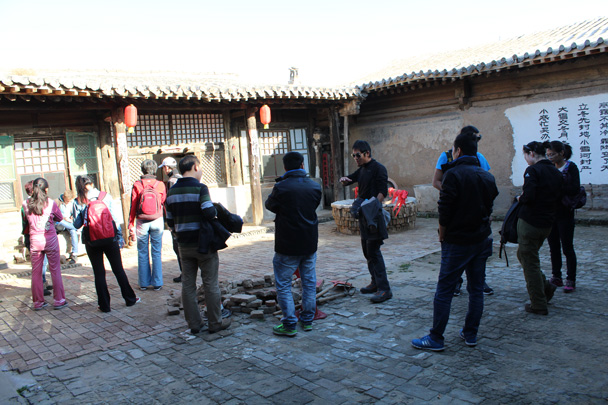 The team explored the courtyard - Yu County overnighter for Audi China, 2014/10