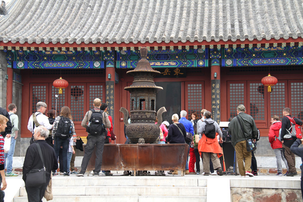 Hiking guide Ying is on the steps talking about Taoism - Yajishan Taoist Temples hike, 2014/10