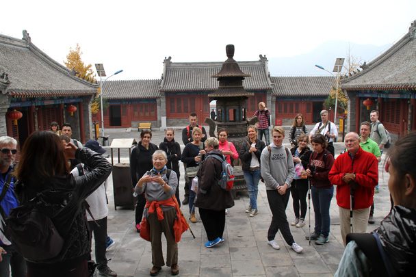 A demonstration of a Taoist greeting - Yajishan Taoist Temples hike, 2014/10