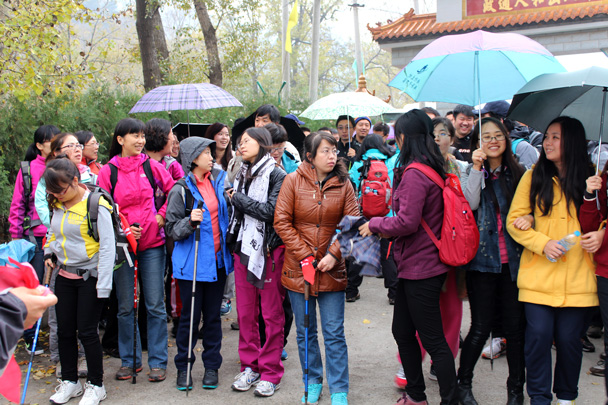 Umbrellas out at the beginning of the walk - CNCC teambuilding hike at the Little West Lake, 2014/10