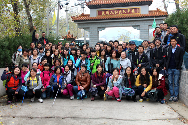 Group photo at the starting point - CNCC teambuilding hike at the Little West Lake, 2014/10