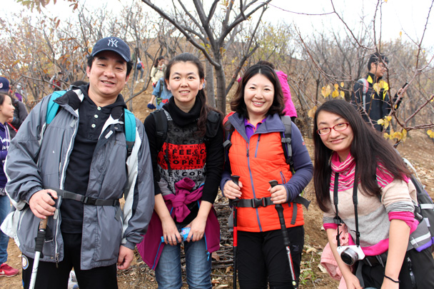 Happy hikers - CNCC teambuilding hike at the Little West Lake, 2014/10