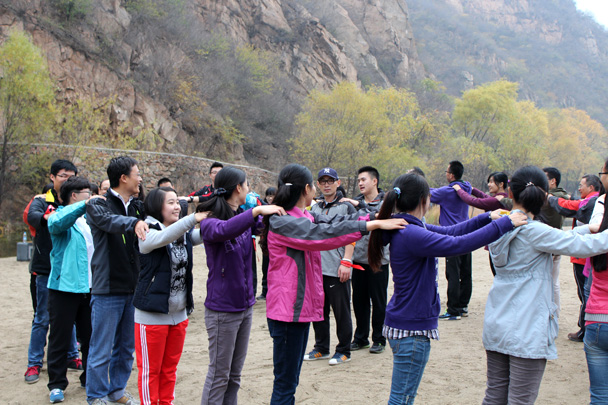 Starting out with the cooperative warm up - CNCC teambuilding hike at the Little West Lake, 2014/10
