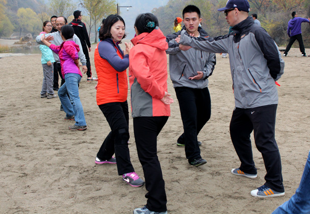 Time to try some taichi techniques - CNCC teambuilding hike at the Little West Lake, 2014/10