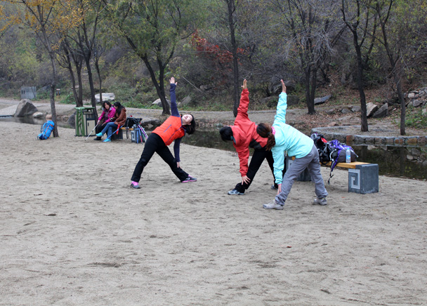 Yoga poses - CNCC teambuilding hike at the Little West Lake, 2014/10