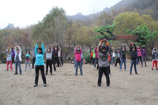 Stretches for the back and shoulders - CNCC teambuilding hike at the Little West Lake, 2014/10