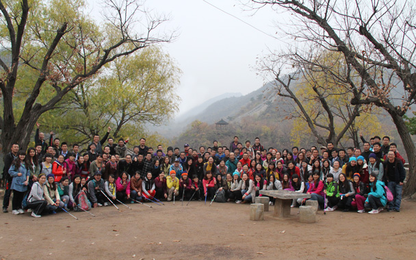 The CCNC group, all stretched out and relaxed! - CNCC teambuilding hike at the Little West Lake, 2014/10