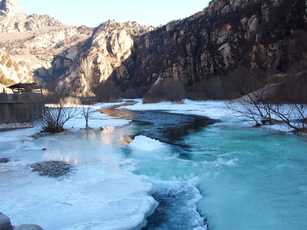 The blue ice looking beautiful and cold, very cold - White River ice hike, 2015/01/27