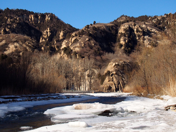 Leaving the park area, we pass magnificent scenery - White River ice hike, 2015/01/27