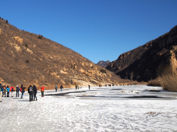 A long stretch of the White River - White River ice hike, 2015/01/27