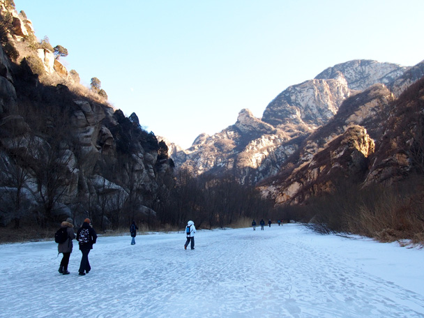 Another stretch of the White River as we near the end of our hike - White River ice hike, 2015/01/27