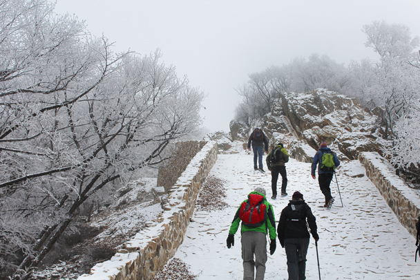 Onwards and upwards towards the Nine-Eyes Tower - Nine-Eyes Tower snow hike, 2015/02/20