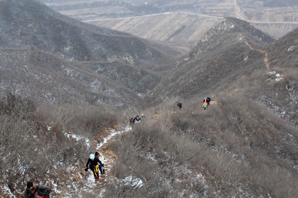 There was a little bit of snow left over from the day before - Middle Route of Switchback Great Wall, 2015/02/21