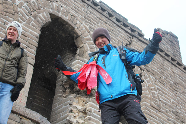 It began to snow a little. Michael's verdict on the snow: two thumbs up! - Middle Route of Switchback Great Wall, 2015/02/21