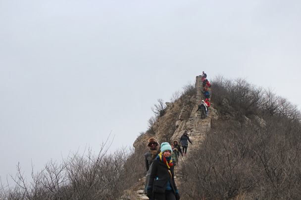 A difficult section, as only a narrow and steep path remains - Middle Route of Switchback Great Wall, 2015/02/21