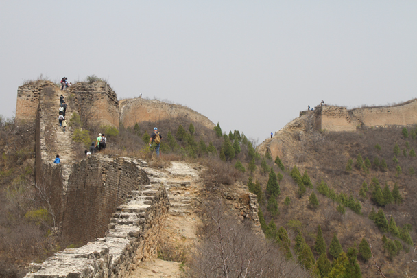 Gradually climbing past ruined towers along the wall - Private hike for Beanstalk International Bilingual School, 2015/04/15