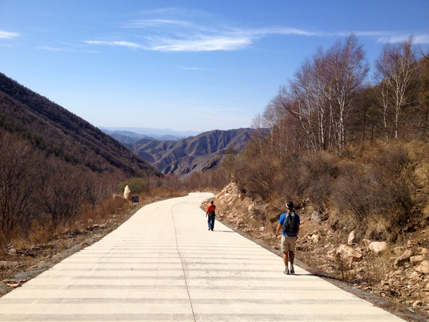 This long concrete road took us out to the end of the hike - Dahaituo Mountain hike, 2015/04/25