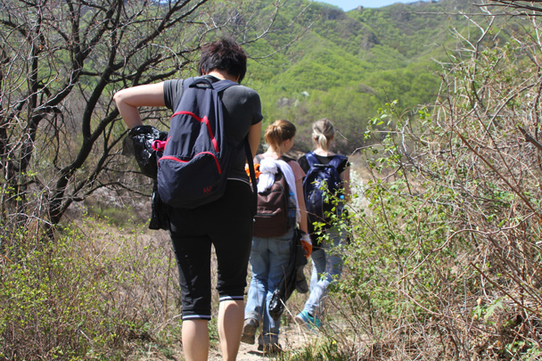 Hiking up to the Great Wall - Earth Day Clean Up Hike at Jiankou, 2015/4/25
