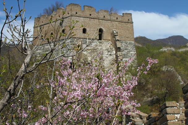 We hiked along the wall and through towers, cleaning as we went - Earth Day Clean Up Hike at Jiankou, 2015/4/25